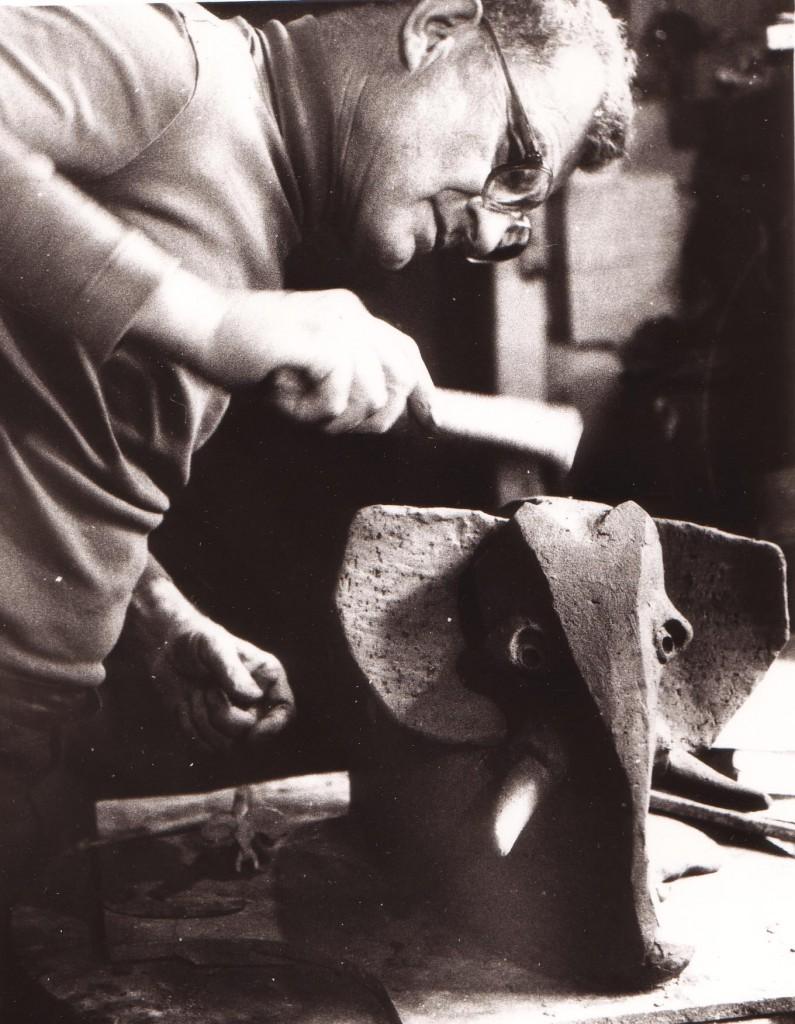 Clizia al lavoro - Scultura elefante