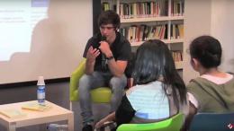 Giacomo Mazzariol ed il pubblico della biblioteca MoviMente
