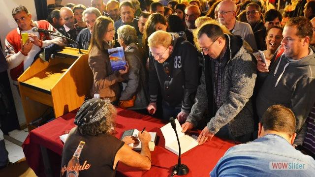 Mauro Corona - firma copie